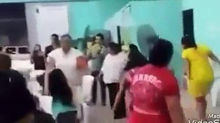 Nova moda culto com balada na igreja evangélica