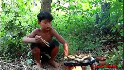 Primitive_Technology_-_Eating_delicious_-_Cooking_chicken_wing_on_a_rock