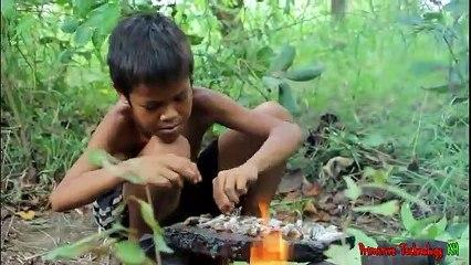 Primitive_Technology_-_Eating_delicious_-_Cooking_fish_on_a_rock_and_eating