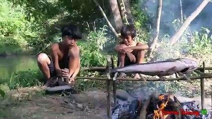 Primitive_Technology_-_Eating_delicious_-_Awesome_cooking_big_fish