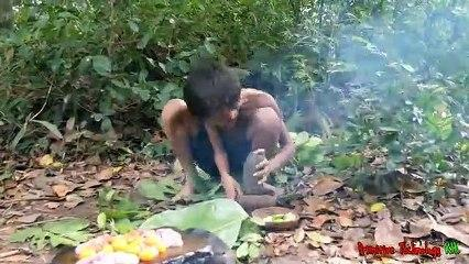 Primitive_Technology_-_Eating_delicious_-_Cooking_chicken_eggs_recipe
