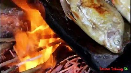 Primitive_Technology_-_Eating_delicious_-_Cooking_fish